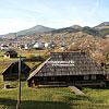 Панорама селища, на передньому плані - музей фільму «Тіні забутих предків»
